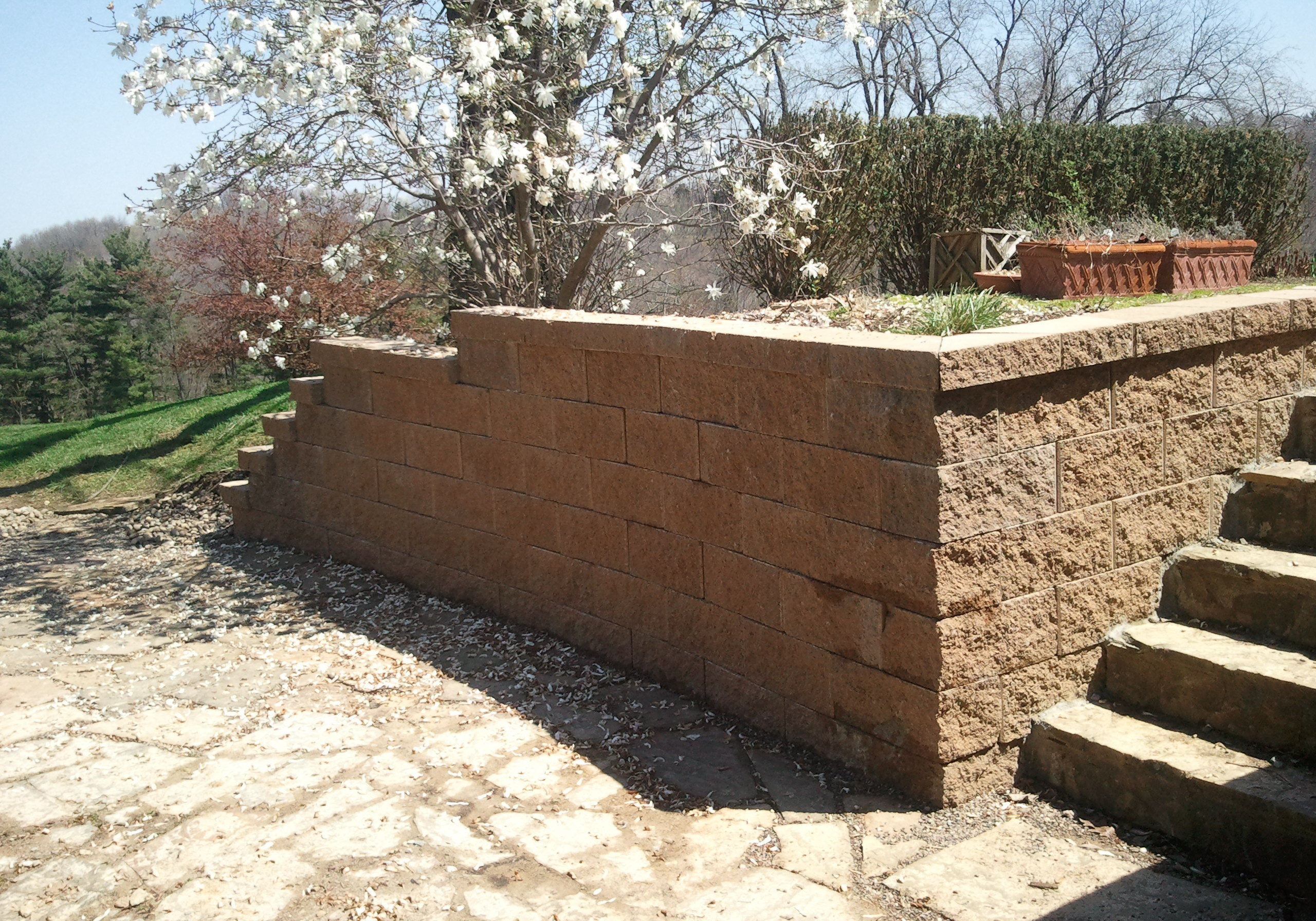 Keystone wall with flagstone - Parker - Copy